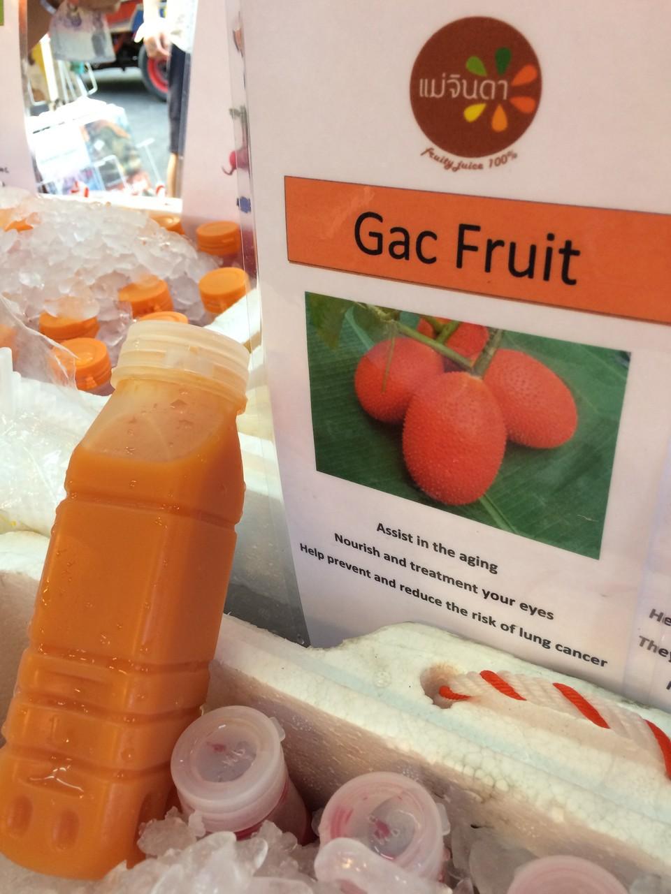 「ガク」というフルーツジュース。せっかくだから見知らぬフルーツも飲まないと!