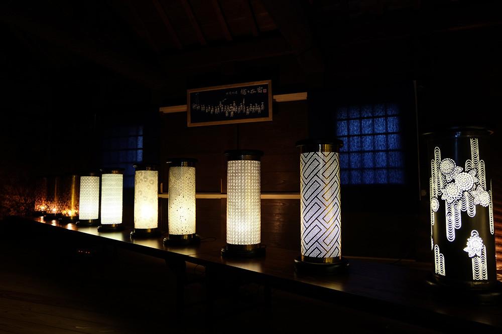 2階は籠染灯籠の展示。きれいです!