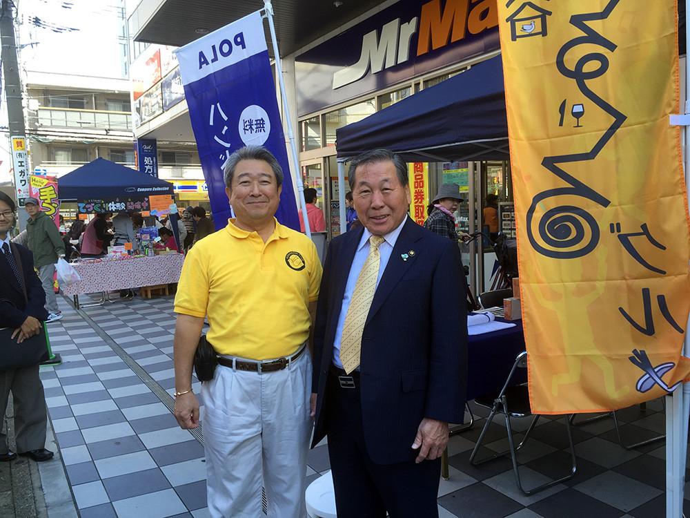 会場Aと同じ場所にある、まるなな本部で高橋市長と小暮会長の記念写真♪