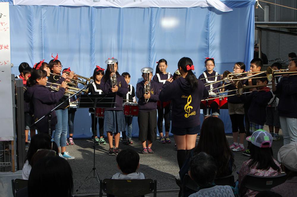 続いて、越ヶ谷小学校の木遣りと金管バンドの演奏♬