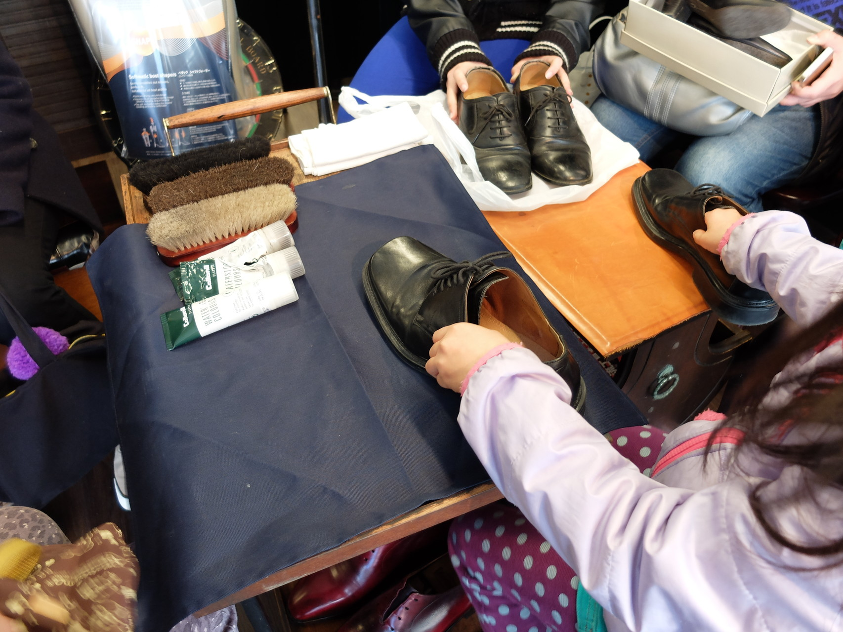 皆さんがもってきたのは、お父さんやおじいさんの皮靴です