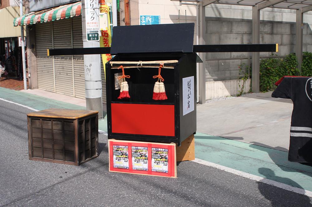 宿場まつりが始まりました!これは越谷駅に展示されていた豪華カゴです。