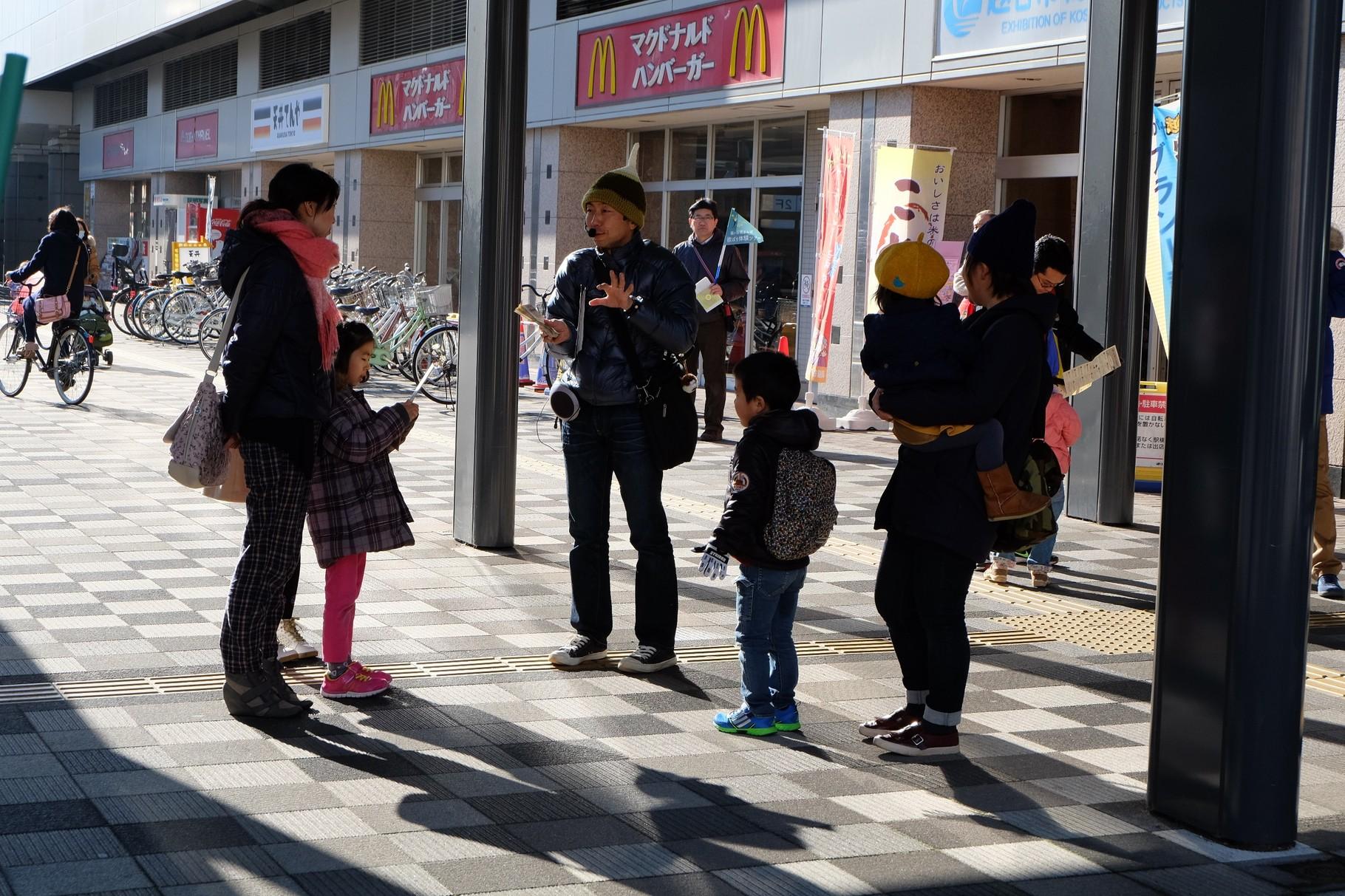 越谷駅前で集合 巡ちゃんの「くわい帽」が目印です