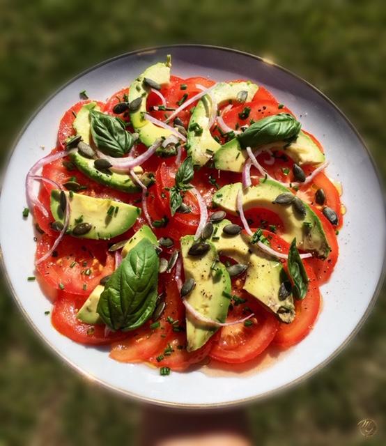 Salade de tomates, avocats, basilic et graines de courge #sansféculent