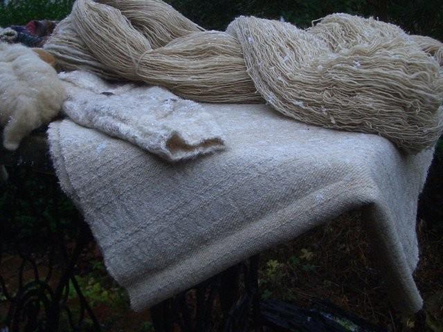 Gesponnene Fuchswolle; Gewebter Stoff aus der Wolle