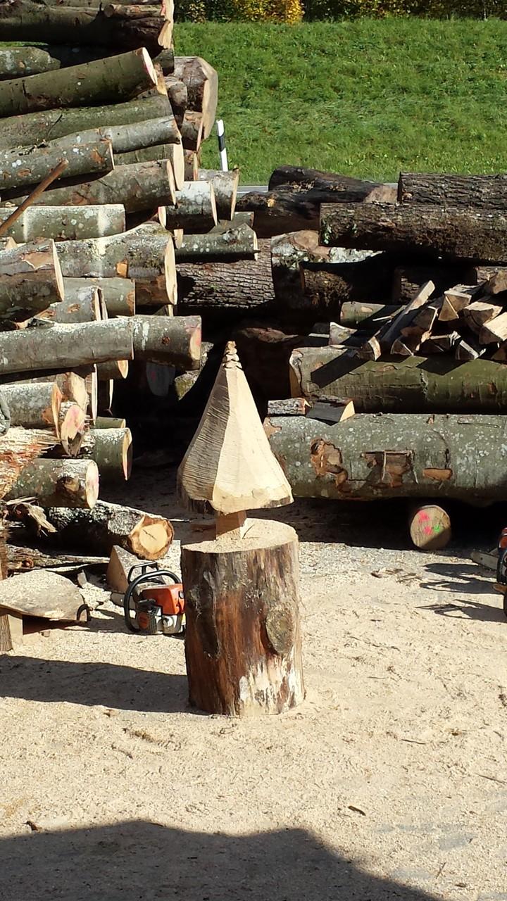 Tannenbaum - Schnitzen mit der Kettensäge - Allgäu-Carving by Martina Gast