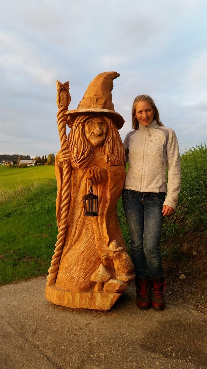 Hexe - Schnitzen mit der Kettensäge - Allgäu-Carving by Martina Gast