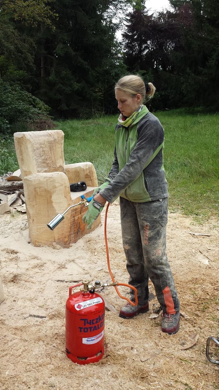 Sessel - Schnitzen mit der Kettensäge - Allgäu-Carving by Martina Gast