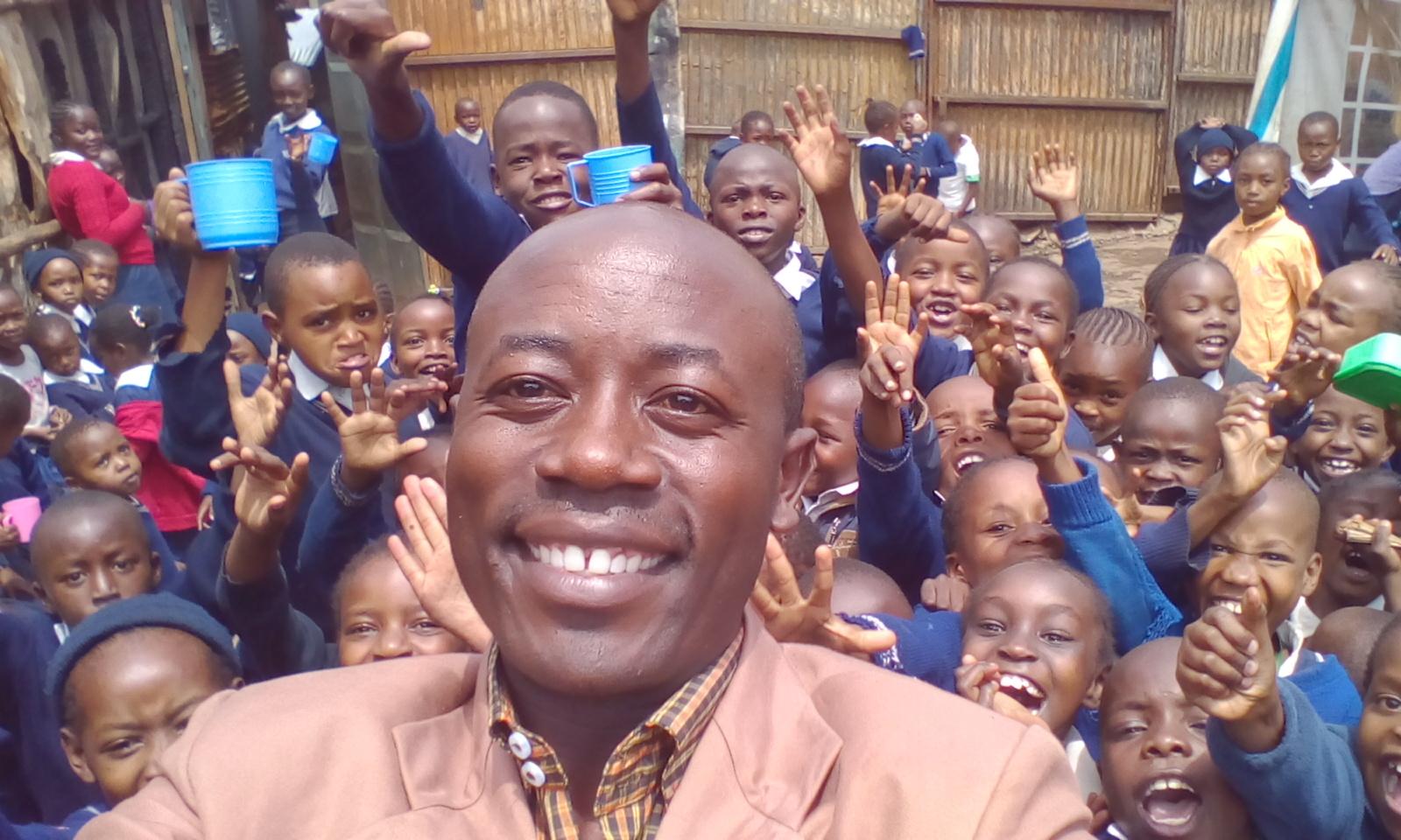 Der Schulleiter, Bernard Asanya