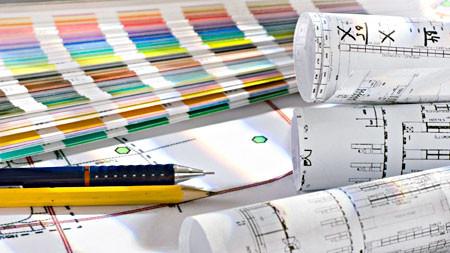 Pläne, Farbfächer und Bleistifte