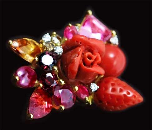 薔薇の珊瑚とルビーとダイヤで出来た赤いブーケをくれました。