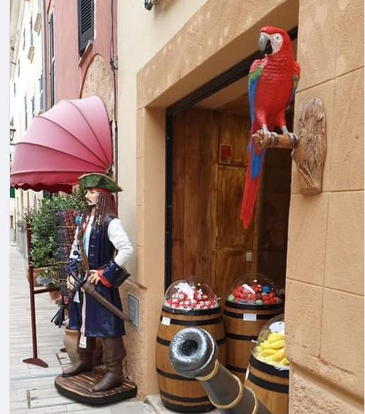 Decoración temática en el establecimiento de uno de nuestros clientes en Mallorca