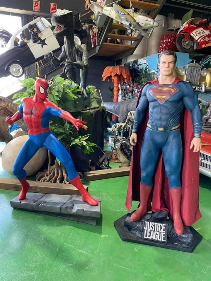 Vendidas las réplicas de superhéroes rumbo a Madrid