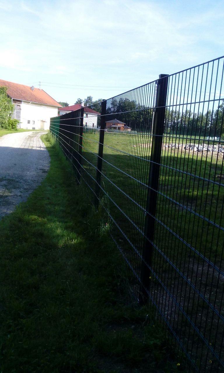 1,80 m hoher, stabiler Zaun - kein Problem bei großen Hunden
