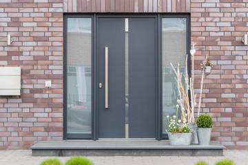 Haustüre mit Seitenteil aus Aluminium