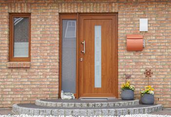 Haustüre aus Kunststoff in Holzoptik