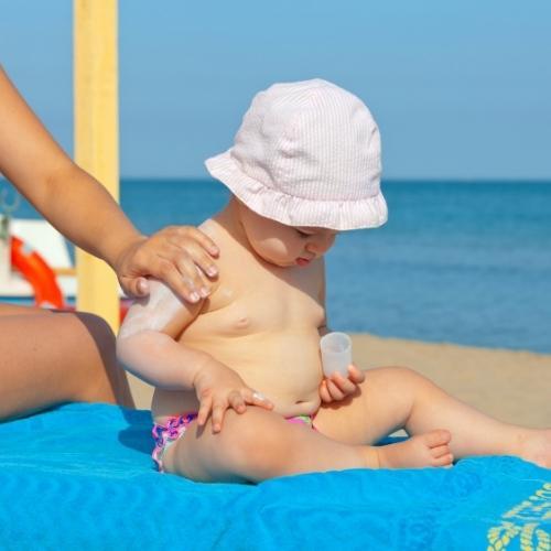 Sommer, Sonne, Babyhaut: Tipps zum Sonnenschutz