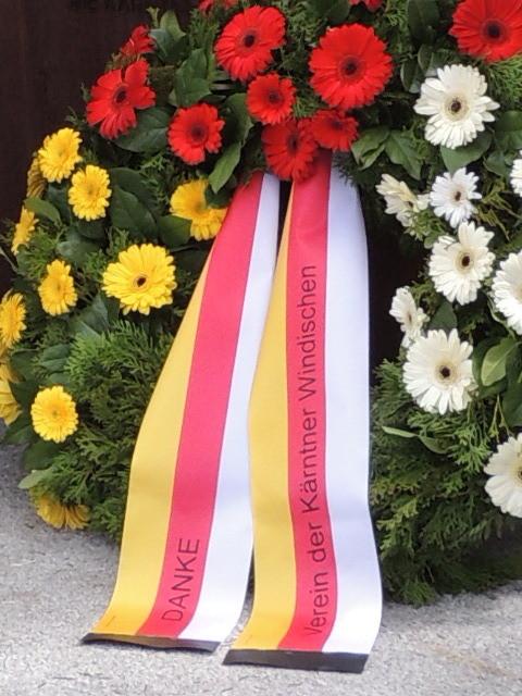 Kranz der Kärntner Windischen bei der Gedenkfeier am 3. Mai 2015 in Völkermarkt