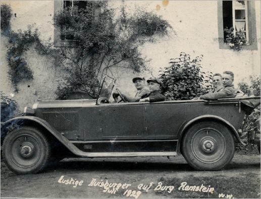 Lustige Duisburger auf der Burg Ramstein (1929)