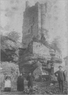 Die Familie Bretz vor der Burg Ramstein (ca. 1870)
