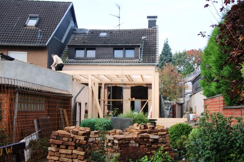 Schon wenige Tage nach Baubeginn stand bereits das neue Erdgeschoss in Holzrahmenbauweise.