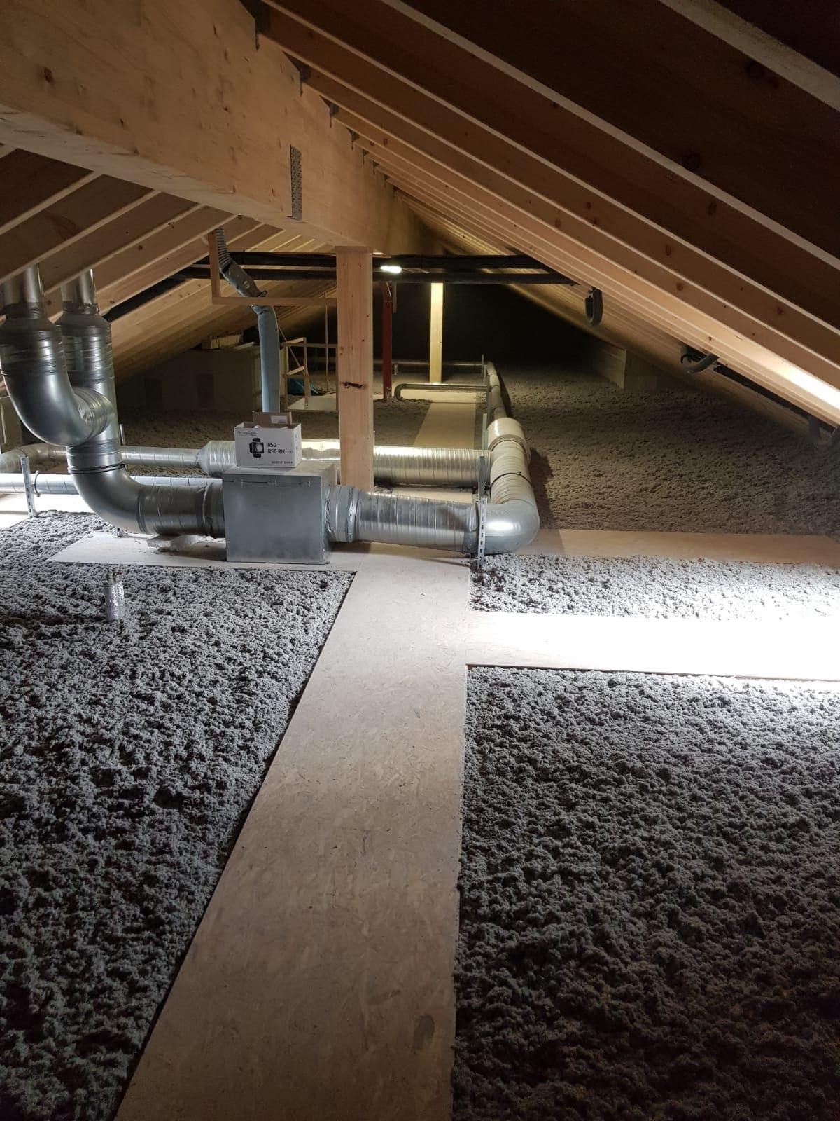 Dank der Laufstege ist die Technik unter dem Dach auch weiterhin zugänglich.