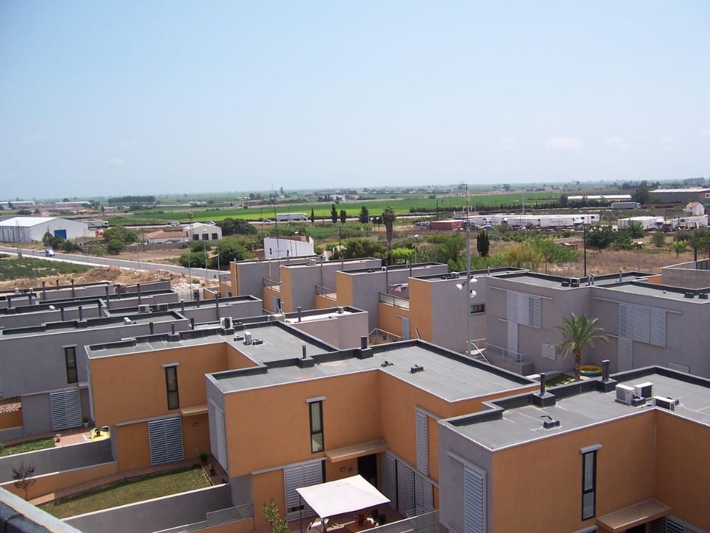 20 viviendas unifamiliares adosadas, piscina y zona ajardinada (Amposta - Tarragona). Gestión de Promoción