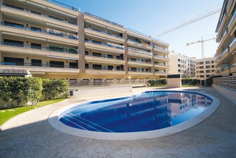 Cambrils Paradís Fase II (Cambrils - Tarragona).  160 apartamentos, piscina comunitaria y aparcamiento subterráneo.