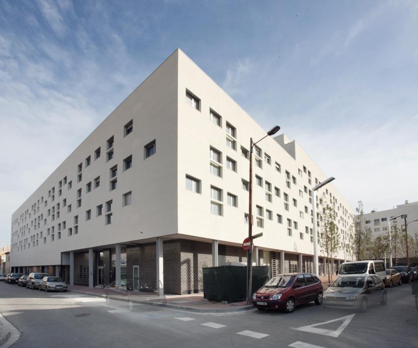 Complejo EIX VERD (Granollers - Barcelona)   4 edificios formados por 174 viviendas, 4 locales comerciales, piscina y zona ajardinada