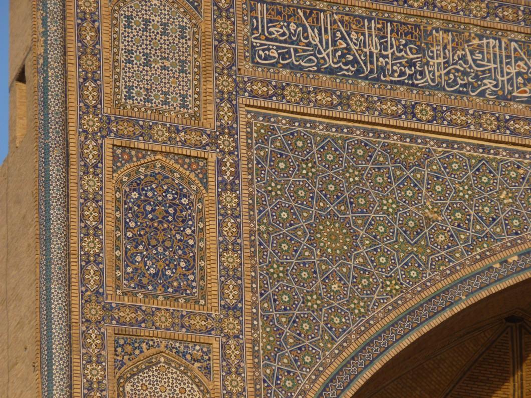 détail de l'une des superbes portes ouvragées de Boukhara