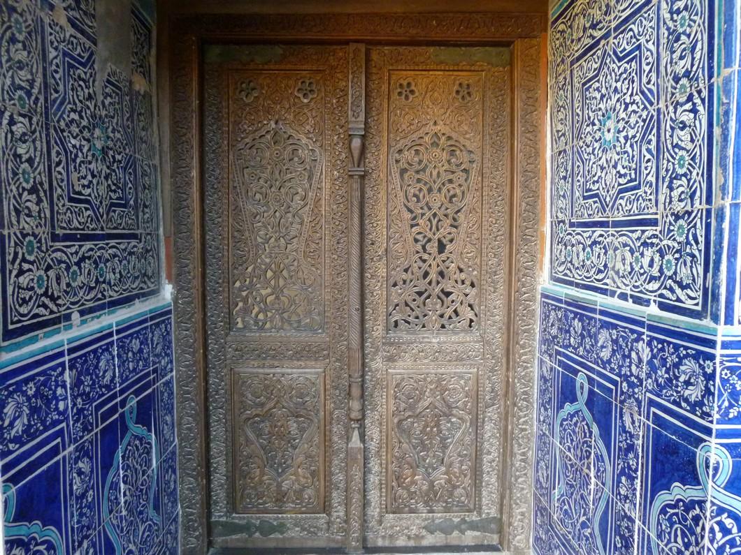 détail de porte et mosaique