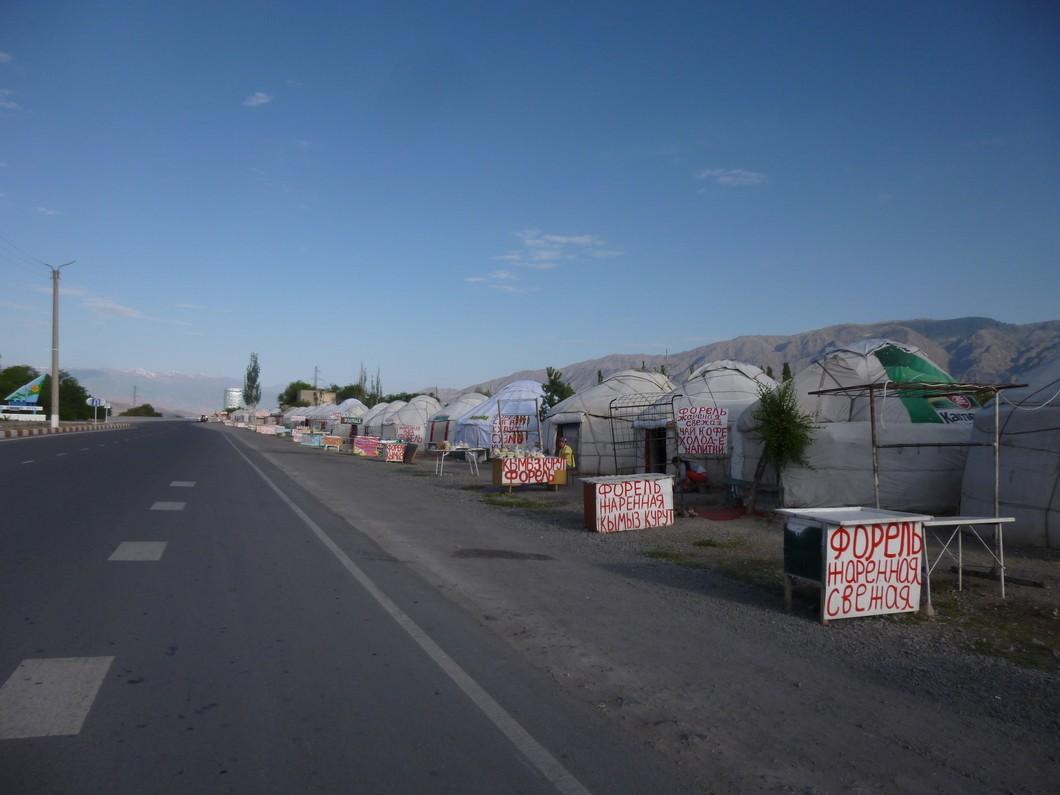 troquets sur la route de Bichkek