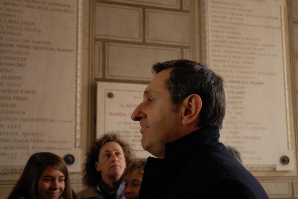 Inizia la visita guidata con competenza e passione dal nostro Maestro Dani.