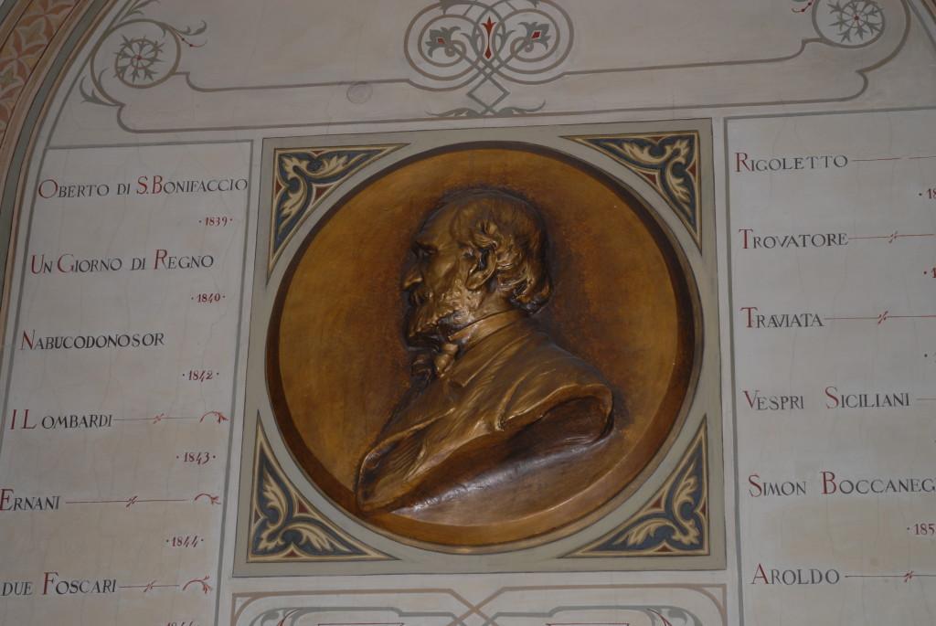 All'ingresso il Medaglione con tutte le opere di Verdi.