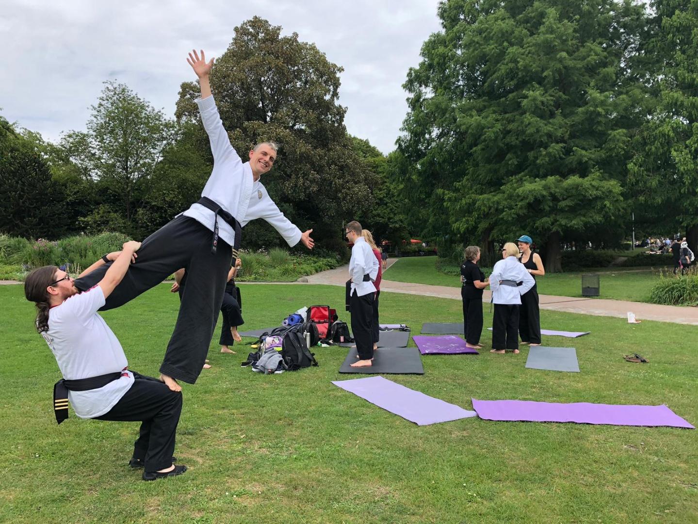 Akrobatik - Vertrauen in sich selbst und zu anderen entwickeln