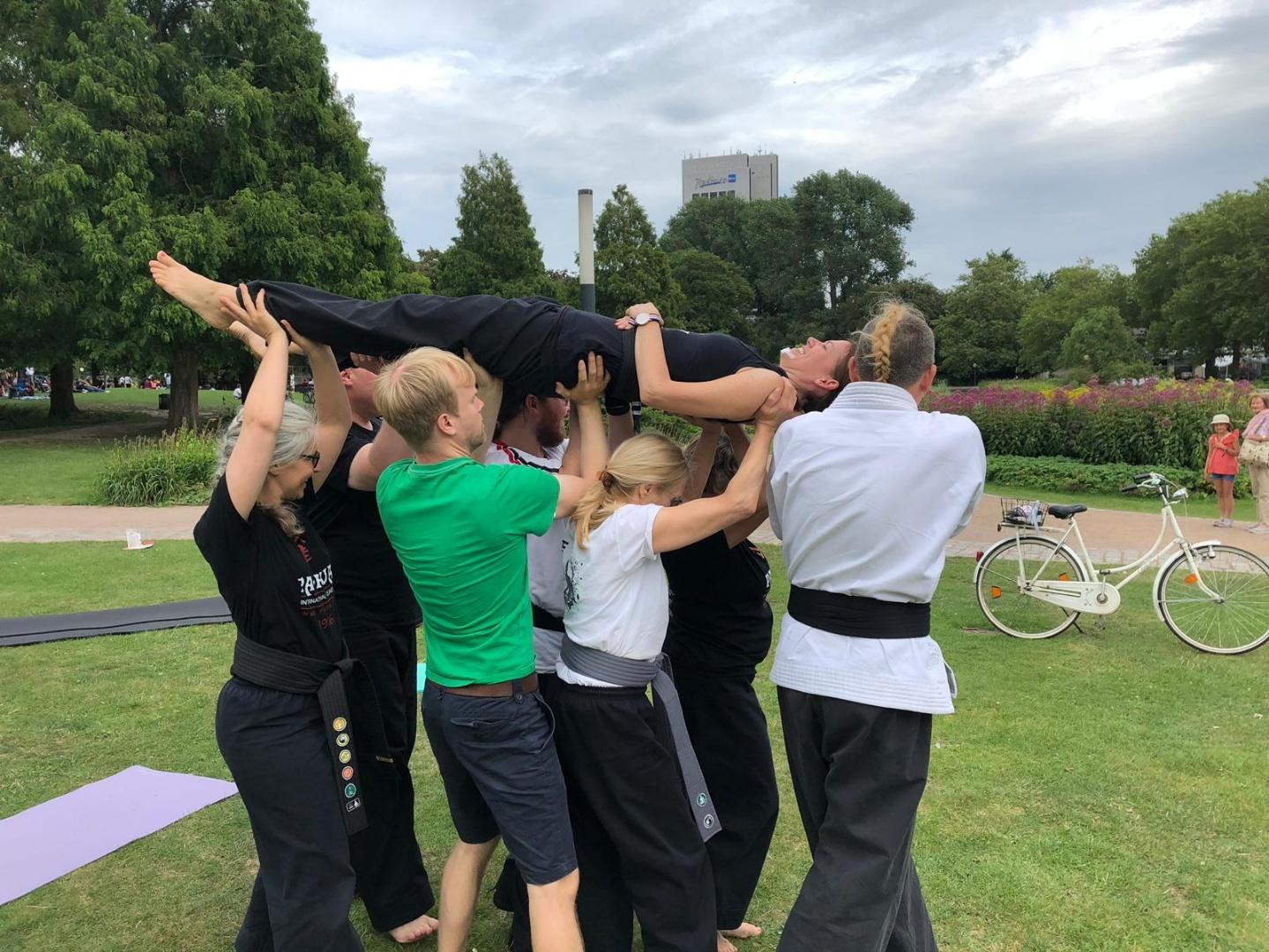 Akrobatik - Vertrauen schenken und sich tragen lassen