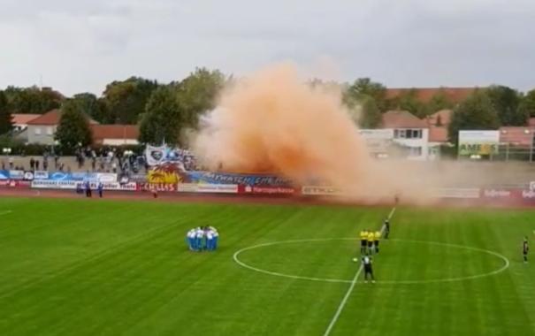 Einziger Aufreger während des Spiels: Chemnitzer Fans erwiesen sich als Freunde der Pyrotechnik.