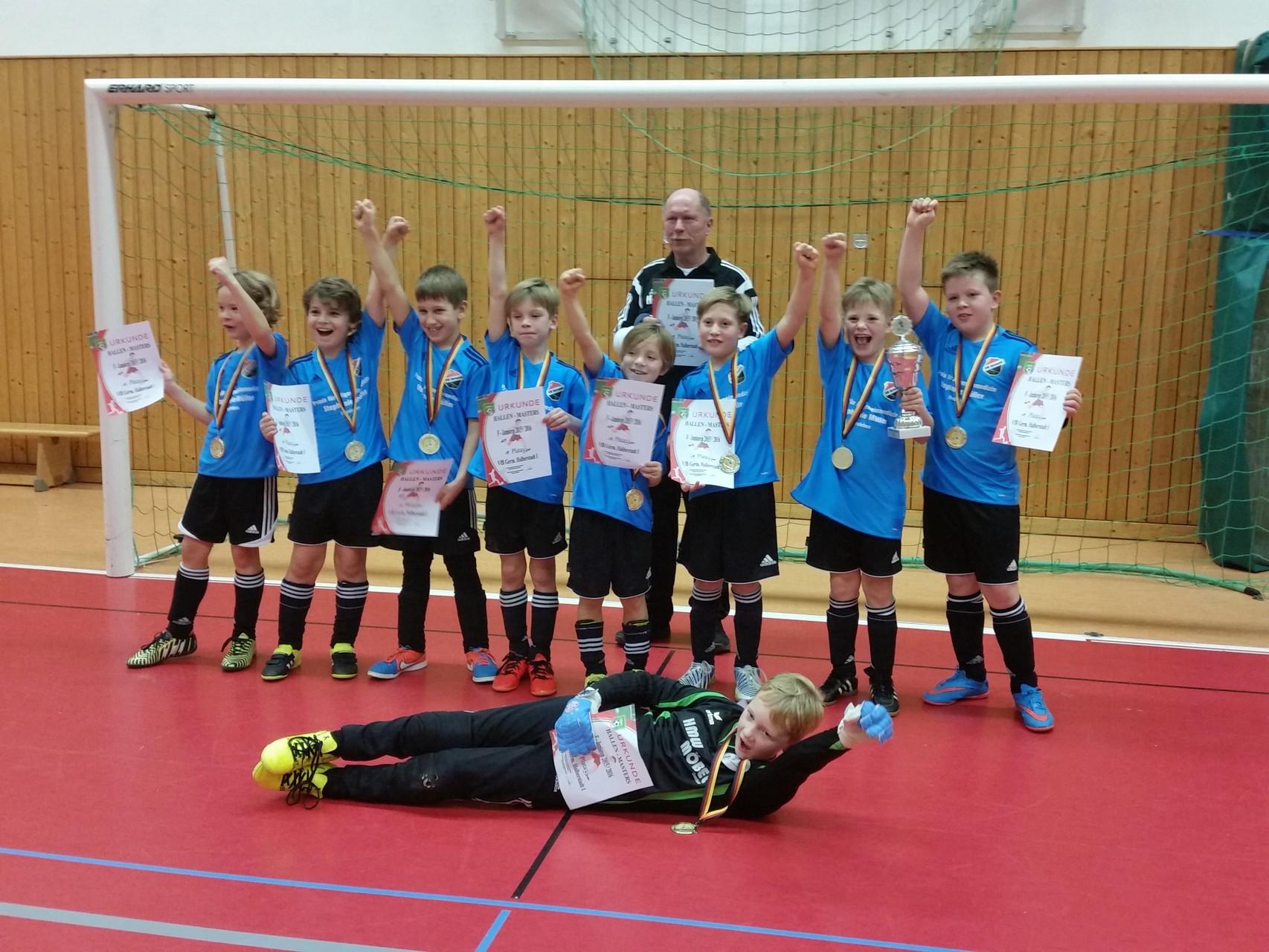 Sieger: Die F I mit Trainer Hans-Jürgen Link