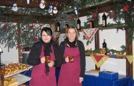 Verkauf für unsere RV: (v.l.) Helena Keller und Lydia Quinkert (BLV Luftsegler Oelde)