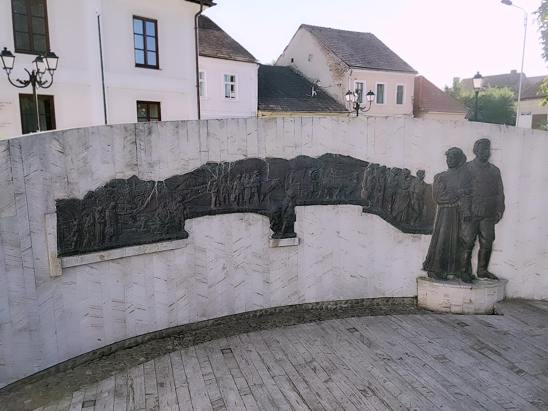 Das Denkmal zur Evakuierung der Siebenbürger Sachsen.