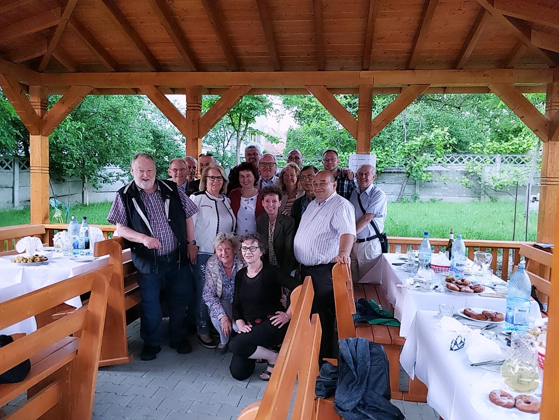 Die Delegation und hochrangige Vertreter der Stadt Bistritz
