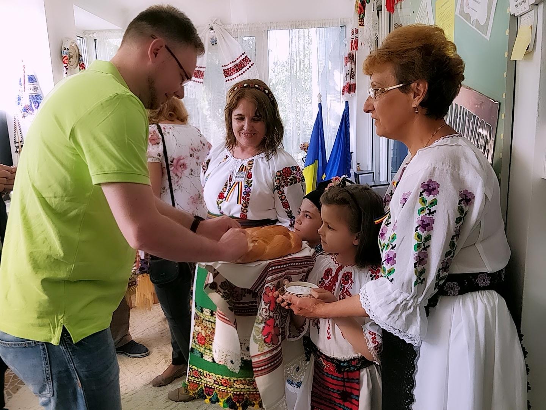 Begrüßung in der Kindertagesstätte - traditionell mit Brot und Salz