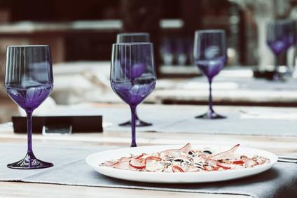 Draußen gemütlich essen. Foto: © radub85/Fotolia.com