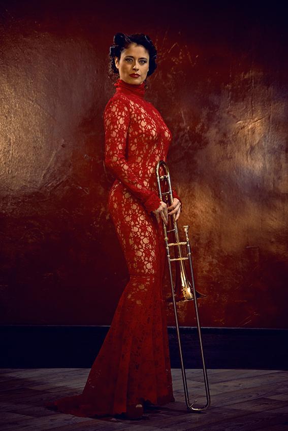 "PM Trombone fotografiert von Holger GRUSS für THE BLOSSOMS OF MARY im Modell ""Siècle"""