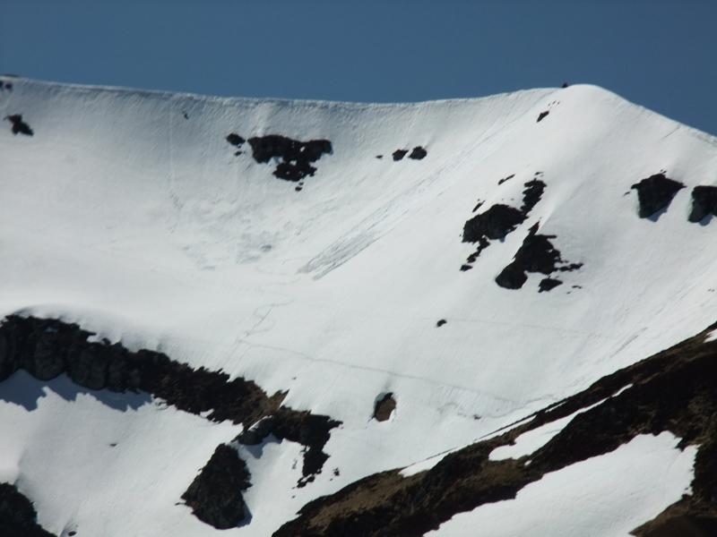 Le chavaroche (ma trace avec une coulé de neige juste derrière moi)