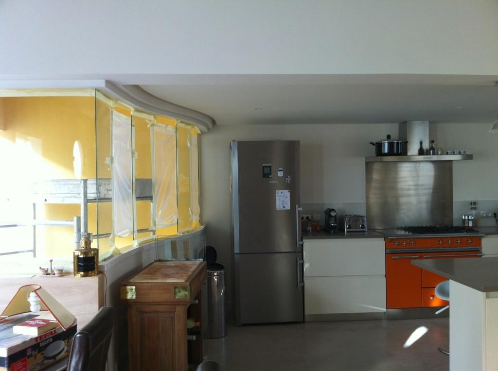 quels matériaux choisir pour une cuisine : béton ciré, bois, verre