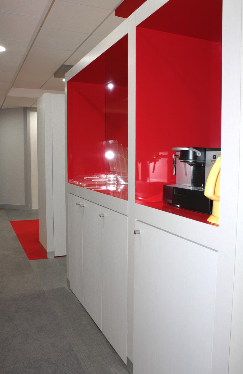 espace café aux couleurs de l'entreprise