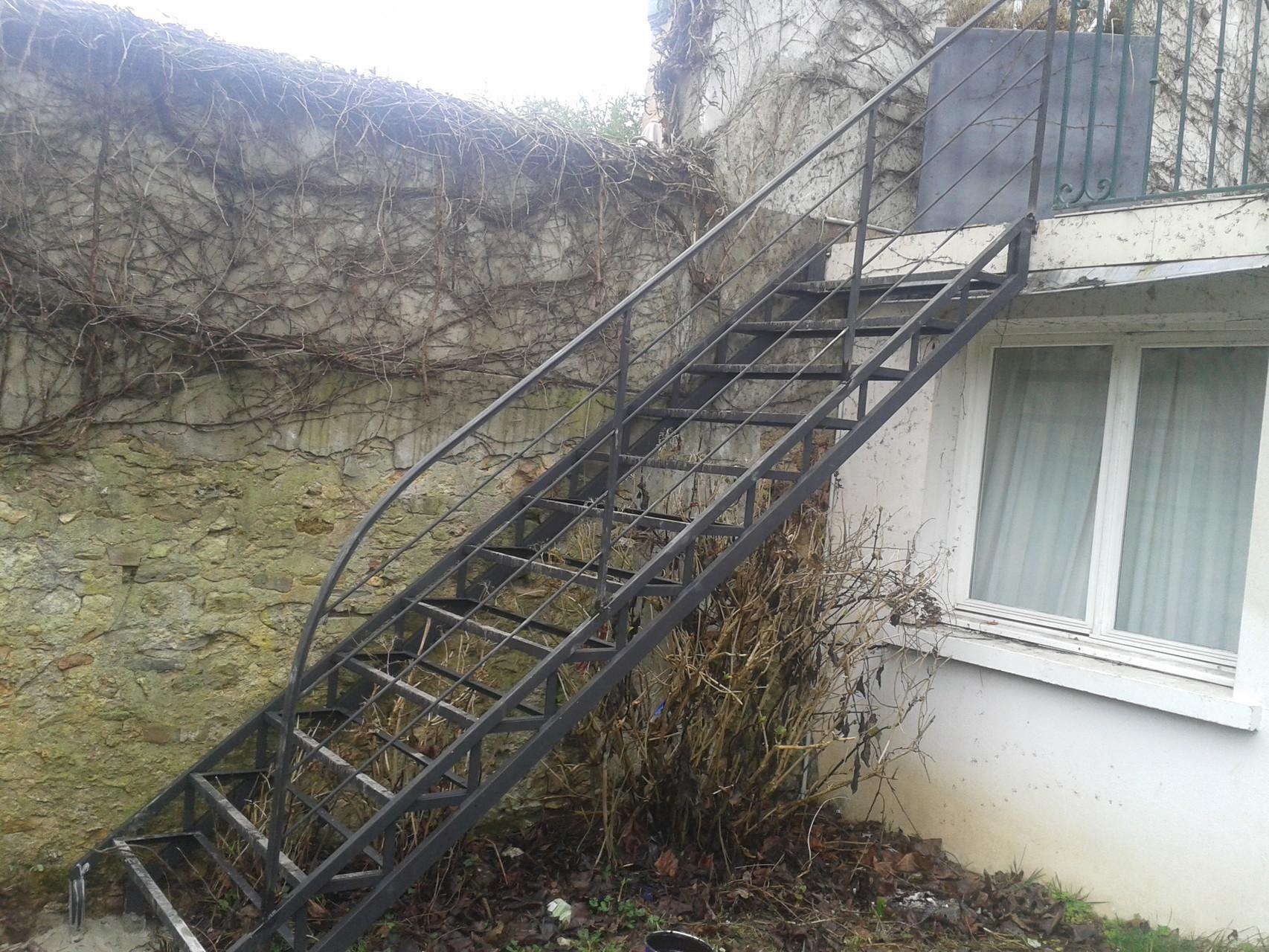 escalier extérieur en métal sur mesure