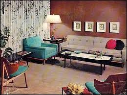 un canapé droit, des fauteuils droits, des pieds droits : la douce droiture des années 50