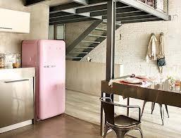 le Frigidaire pastel rose de l'après guerre : un objet incontournable des 50's